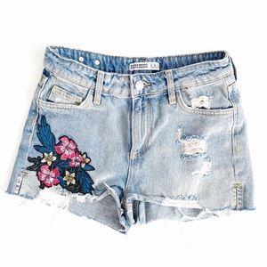 Zara • distressed denim jean shorts floral patch